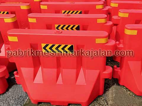 Water Road Barrier